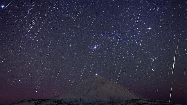 Geminidas sobre el Teide (Fotografía de Juan Carlos Casado y Miquel Serra)