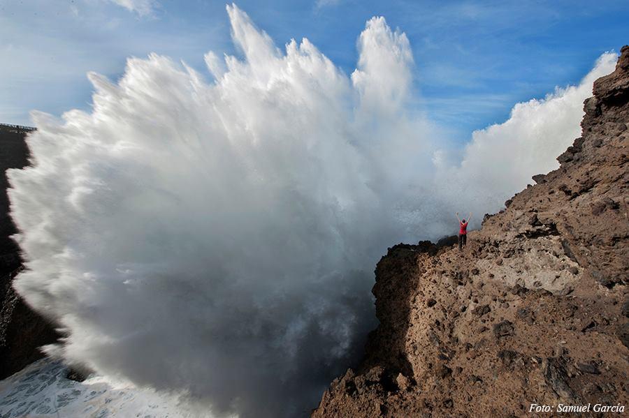 El mar azotando la costa norte de la isla.Foto: SAMUEL GARCIA
