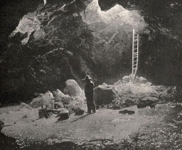 Cueva del Hielo, en el año 1910.